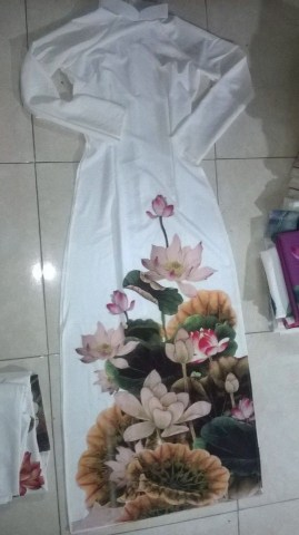 May áo dài kiểu truyền thống